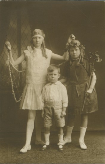 Moore family portrait c.1925