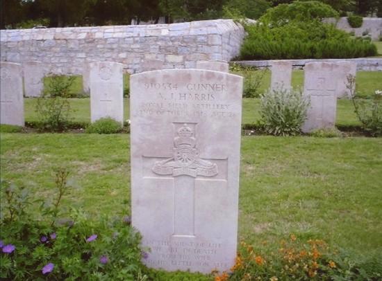 Grave of Gunner Amos John Harris