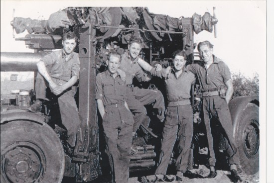 Gunner Rowan Williams and crew, 1947