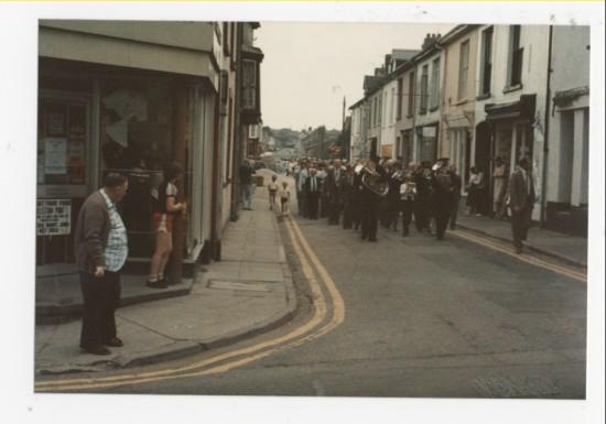 a band walking through Brynmawr