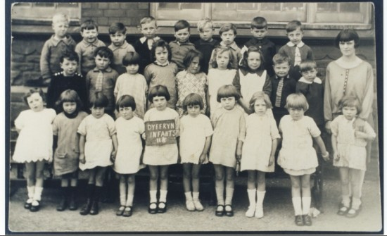 Dyffyrn Infants Class 2 Photograph