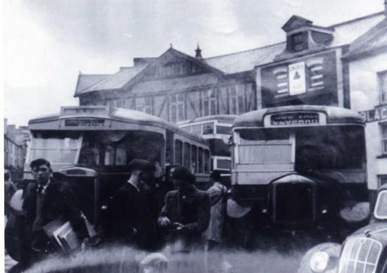 Buses at the Circle Tredegar
